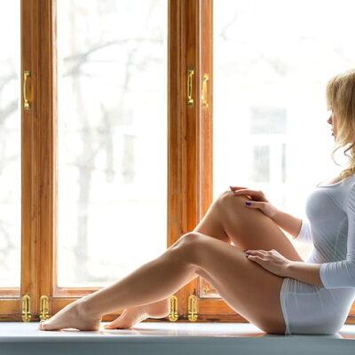 Sitting Women HD Wallpaper