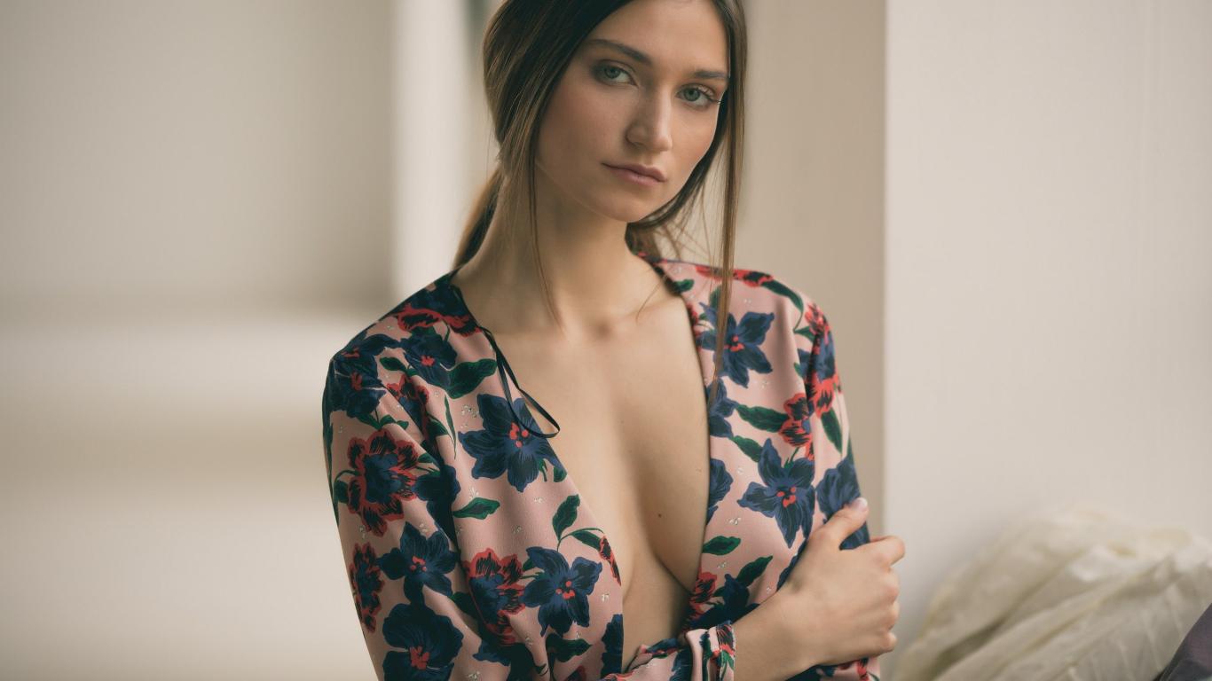 Girl HD Wallpaper